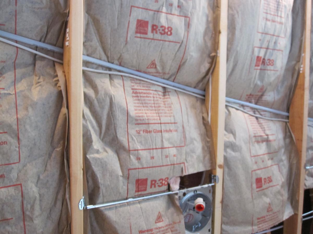 Correctly installed fiberglass batt