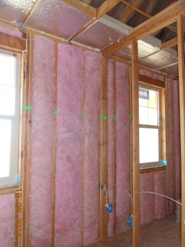 Rigid foam insulation was installed at the perimeter of the one-level apartments before installing ceiling drywall to ensure a minimum R-21 attic perimeter insulation.
