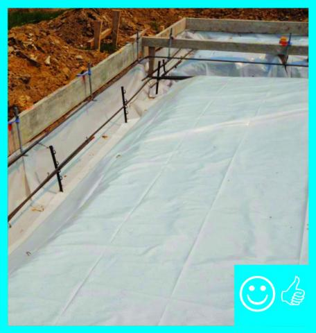 Right – Polyethylene sheeting completely covers the aggregate and the footing with no tears or open seams